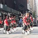 Военный парад в Нью-Йорке. Идут шотландцы с волынками